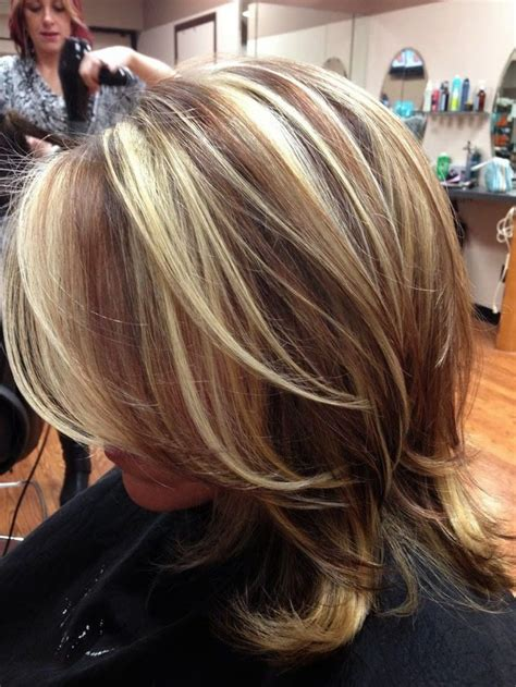 blonde hair with feathered low lights on ends balayage blonde hair with dark red highlights wave hair styles