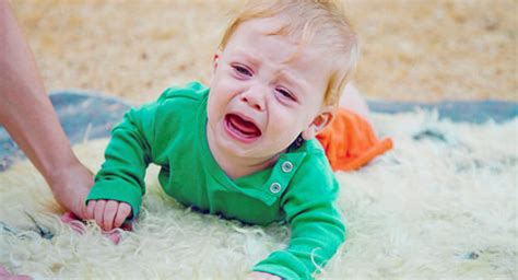 baby falling off bed brain damage falls what to do when a baby or toddler gets a bump on