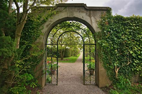 what is a walled garden and why it is the strategy of