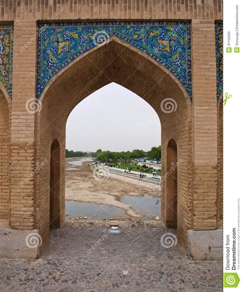 pointed arch on 33 pol allah verdi khan bridge in isfahan iran stock photos image 31152293