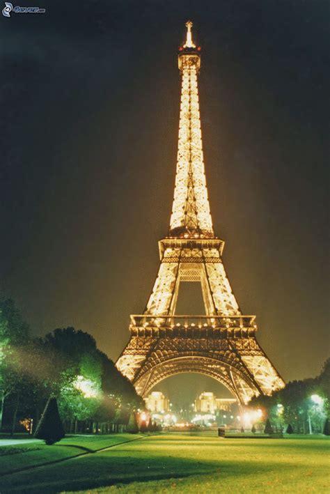 torre eiffel di notte illuminata torre eiffel illuminata