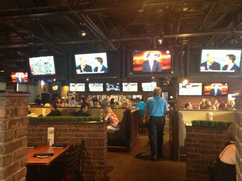 top bars in phoenix the 5 best bars in phoenix to watch college football