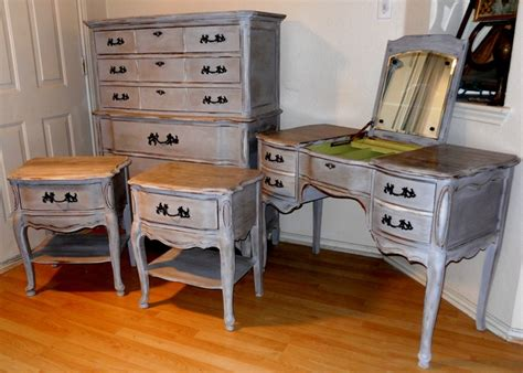 Vintage Inspired Bedroom Furniture Vintage Bassett Bedroom Set Provincial Distressed Grey Dresser Vanity 2