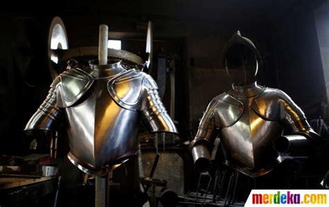 Prajurit Schweik foto melihat lebih dekat pembuatan baju besi pengawal