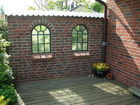 ruinenmauer mit fenster eisenfenster als antik fenster f 252 r gartenmauer m bogen