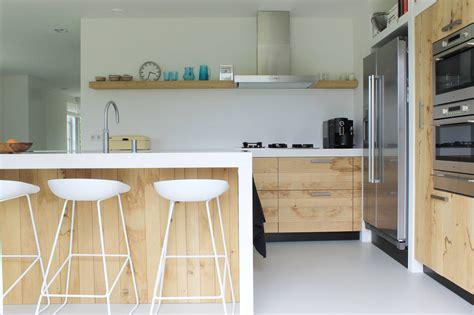 corian kosten houten keuken ruw eiken met silestone product in beeld