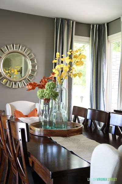 Dining Room Centerpiece Ideas by Best 25 Dining Room Table Centerpieces Ideas On Pinterest