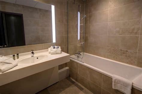 hotel baignoire salle de bain avec baignoire photo de h 244 tel arles plaza