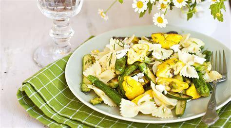 pasta con fiori di zucca e zafferano ricetta troffiette con vongole fiori di zucca e zafferano
