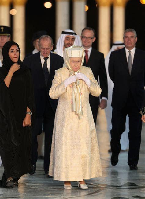 emirates queen prince andrew photos photos queen elizabeth ii and