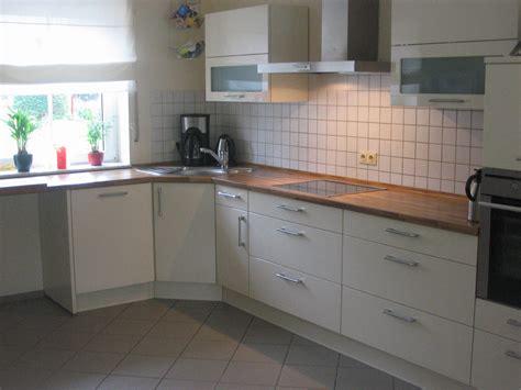 arbeitsplatte küche tiefe truhenbank