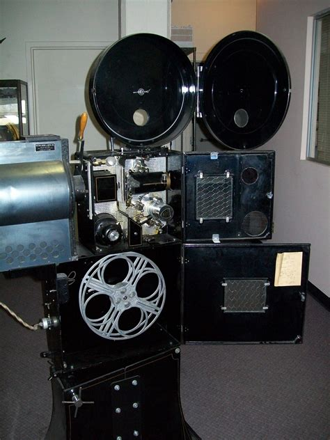 Proyektor 35mm 1936 herman a devry 35mm projector collectors weekly