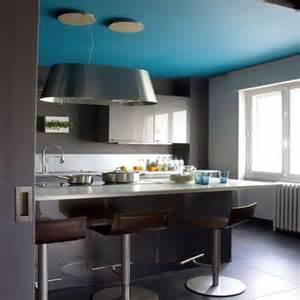 Charmant Peinture Gris Perle Chambre #1: couleur-plafond-cuisine-bleu-mur-avec-peinture-murale-gris-anthracite-et-gris-perle5.jpg