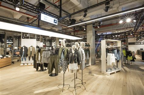 bershka si鑒e social bershka presents its store image stage in vittorio