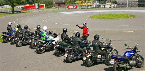 Fahrsicherheitstraining Motorrad Steiermark by F 246 Rderung F 252 R Motorrad Trainings Arb 214 Fahrsicherheitszentrum