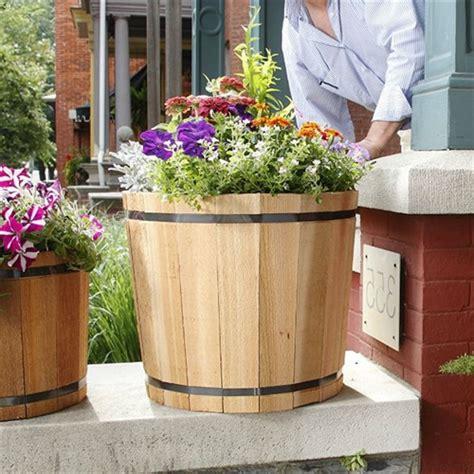 5 Inch Planter 18 5 Inch Outdoor Barrel Planter In Cedar Wood Made In