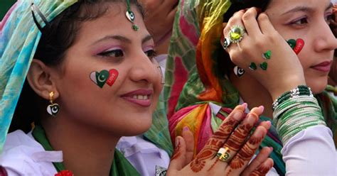 wallpaper girl pakistan 2013 sexy wallpaper happy independence day 14th august 2013 to