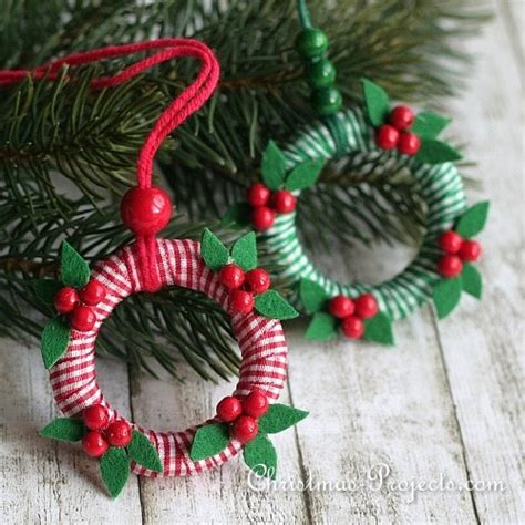 craft project for christmas mini wreath ornaments