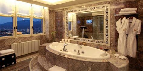 hotel torino con vasca idromassaggio gli hotel pi 249 romantici per la magica notte di san