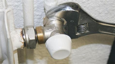 probleme robinet thermostatique changer un robinet de radiateur