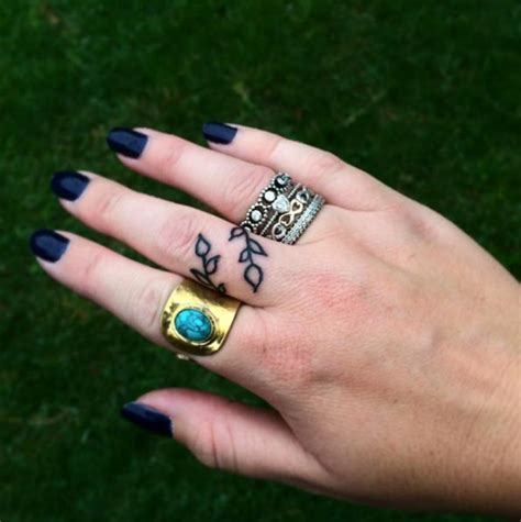 40 awesome finger tattoos for men and women tattooblend