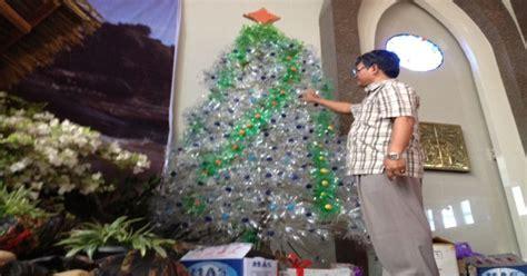 membuat pohon natal dari botol aqua peduli lingkungan jemaat di bengkulu sulap botol mineral