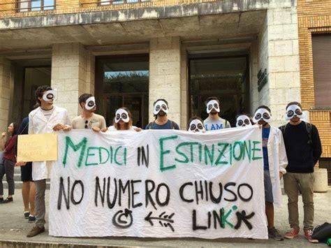 test ingresso sapienza roma test medicina flash mob contro il numero chiuso