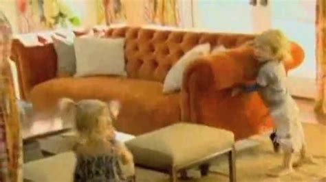 spelling of couch tori spelling s family room makeover hooked on houses