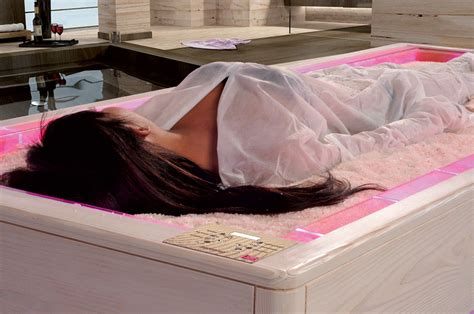 Crystals Salt Bed The Relax And Benefits Of Salt