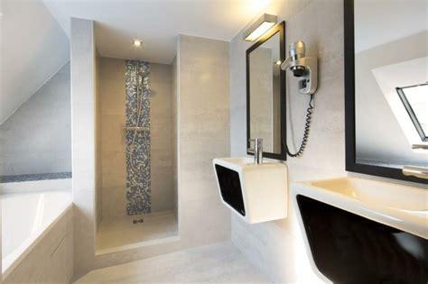 Charmant Salle De Bain Vert Et Gris #7: modele-douche-a-l-italienne-mosaique-bleu-sur-fond-blanc-resized.jpg
