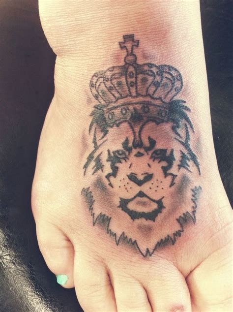 tattoo design king lion king tattoo on foot sleeve tattoos pinterest