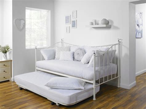 comfortable day beds 5 benefits to a great day bed