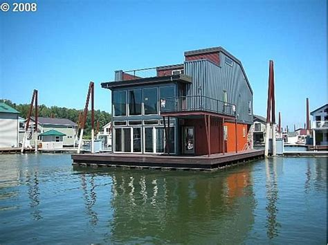 zillow houseboats 17 best ideas about pontoon houseboats for sale on