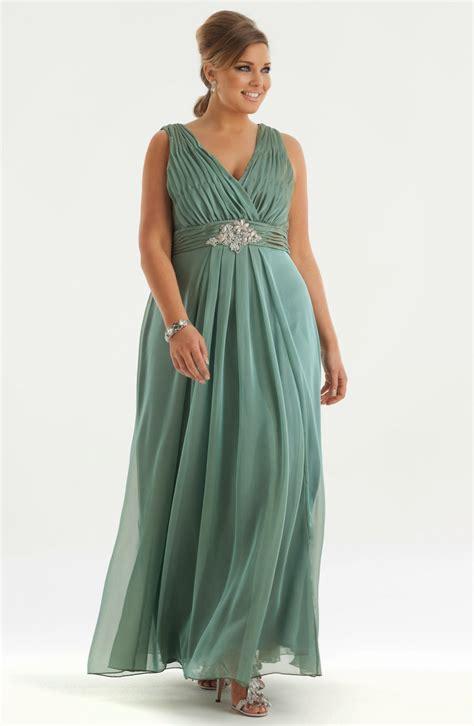 abiye elbise modelleri gece elbiseleri en gzel abiyeler b 252 y 252 k beden abiye modelleri kız tarafı