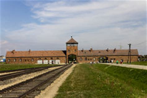 architects of annihilation auschwitz 1842126709 auschwitz ii entr 233 e principale de c d extermination de birkenau photo stock 233 ditorial
