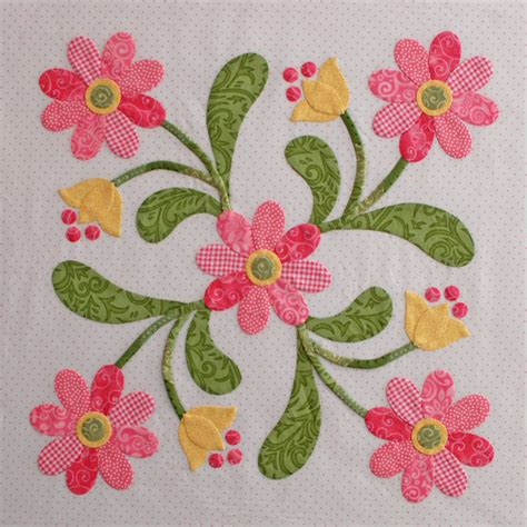 Patchwork Applique Designs - beautiful design colors pattern and tutorial quilt