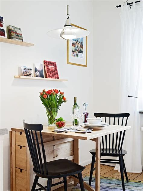 dining room table and chairs for small spaces