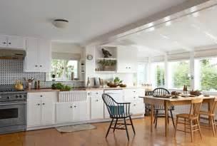 renovated kitchen ideas une ancienne cabane de p 234 cheurs dans le maine planete
