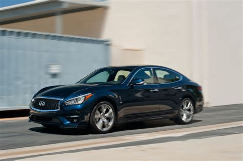 2015 infiniti q70s front three quarters in motion photo 5