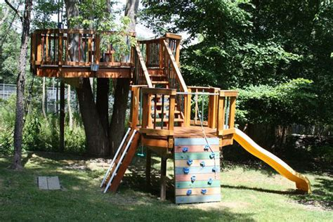Backyard Treehouses by 15 Awesome Treehouse Ideas For You And The