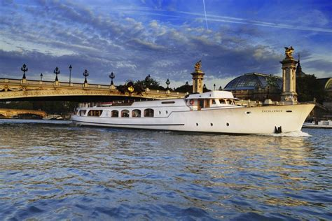 paris boat boat and room location in the very heart of paris with