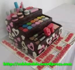 Kue ulang tahun dengan tema cake make up bag kit model ini mulai dari