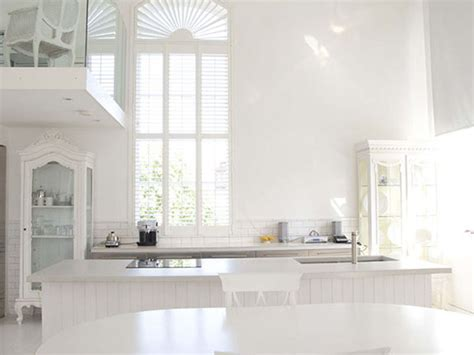 bright white minimalist interior design lisamuaniez