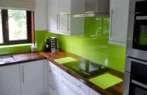 lime green and orange kitchen dla ludzi z wn苹trzem 蝴ciana nad blatem kuchennym
