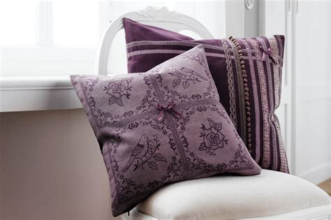 coussin baroque mauve and salons on