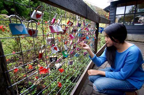 Gembok Cinta Di Farmhouse Lembang farmhouse lembang ada rumah hobbit di bandung