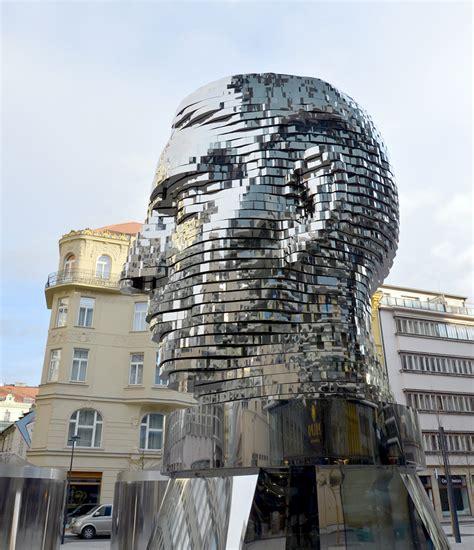by jadzialover at nlwikipedia via wikimedia commons escultura girat 243 ria de franz kafka criada por david cerny