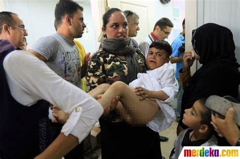 anak anak merdeka foto reaksi anak anak di irak saat mengikuti sunatan