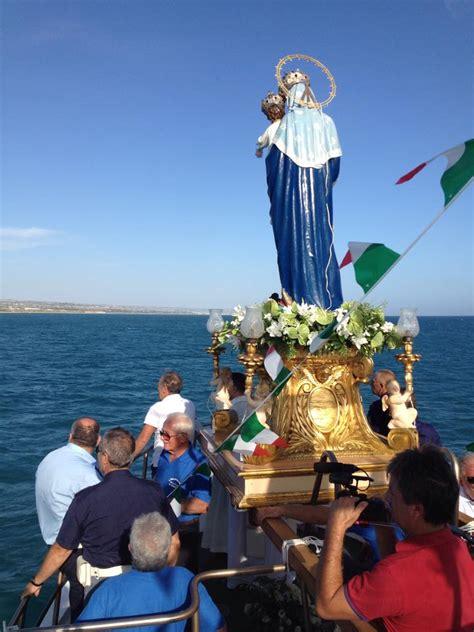madonna di porto salvo ledusa l omaggio alla madonna di portosalvo a marina di ragusa