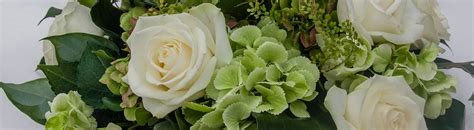 fiori verde abbobbi floreali centrotavola e bouquet a tema bianco verde